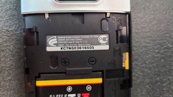 16GB Kodak PlayTouch Zi10 Video Camera (mini-camcorder)