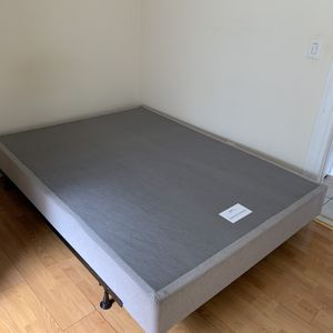 Queen size box spring with metal base for Sale in Queens, NY