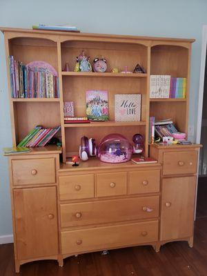 Dresser w/ hutch for Sale in Lake Worth, FL