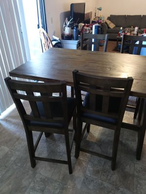 Dining table with 4 chairs for Sale in Hemet, CA