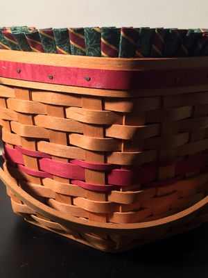Longaberger basket with lining certificate for Sale in Duvall, WA