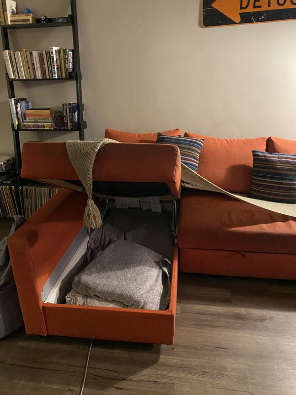 PULL OUT SLEEPER SECTIONAL