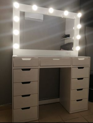 Large makeup vanity for Sale in Fresno, CA