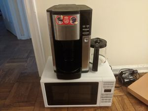 Hamilton Beach 0.7 Cu. Ft. White Microwave Oven And Hamilton programmable coffee maker for Sale in Columbus, OH