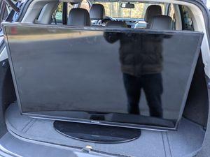 TV Samsung UN40H5203AF + Wall Mount + Chromecast for Sale in Springfield, VA