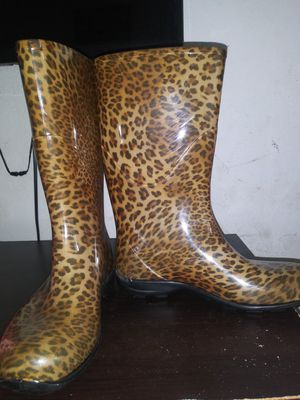 FREE Rain boots size 7 for Sale in Bellflower, CA