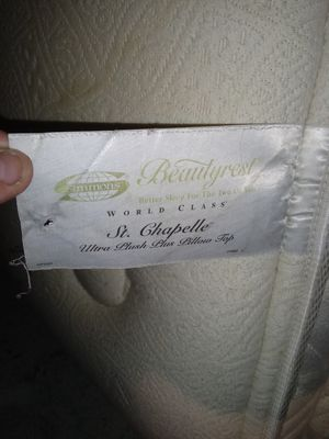 Simmons Beautyrest world class St. Chapelle king size luxury mattress MSRP retail $2,800 for Sale in Fuquay-Varina, NC