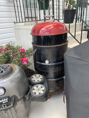 Ugly drum smoker w/ a Weber rotisserie for Sale in Bowie, MD