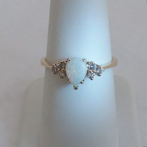 1/2 carat opal and diamond ring 14k yellow gold retail price $950 my price only $350! Local pickup or I SHIP through for Sale in Comstock Park, MI