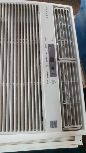 Nice Frigidaire window air conditioner whole room AC 10,000 BTU for Sale in Belle Vernon, PA