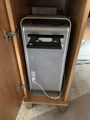 Mac Pro Tower & 30 inch HD Apple Display Monitor for Sale in Los Angeles, CA