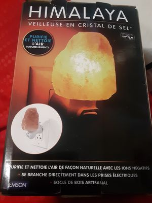 Himalaya Salt Crystal Nightlight for Sale in Portland, OR