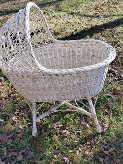 Vintage Wicker Bassinet for Sale in Cumberland,  VA
