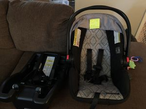 Graco SnugRide 30LX car seat and base for Sale in Indianapolis, IN