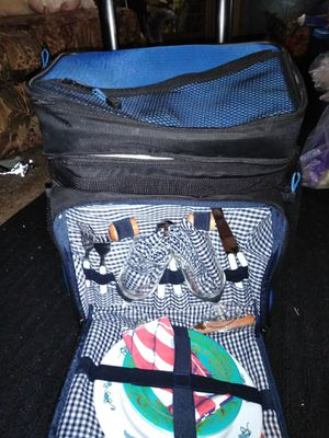 Brand NEW, PULL ALONG COOLER, WITH PICNIC SET, NEVER USED for Sale in Cave Spring, VA