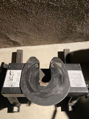 Reese 16k slider 5th wheel hitch for Sale in Pomona, CA
