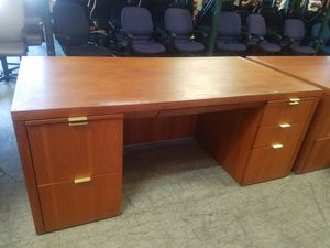 36 x 72 Cherry executive office desk $200 each (good condition) for Sale in Houston, TX