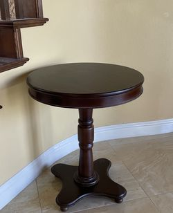 Pedastal Accent Table (Perfect Condition) for Sale in Clovis,  CA