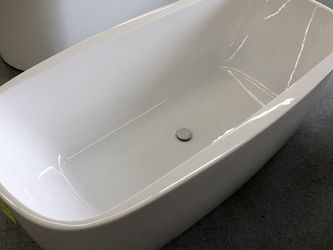 """Freestanding Bath Tubs 63"""" 67"""" Sizes Delivery From Seattle for Sale in Portland,  OR"""