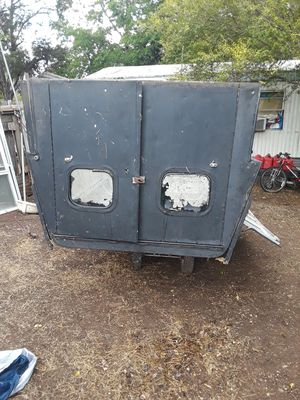 Leer full size utility camper for a truck 200 obo for Sale in Dripping Springs, TX