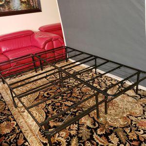 Queen Mattress/ Platform Bed Frame for Sale in Lynnwood, WA