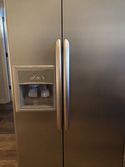 Stainless Steel Kenmore Elite Refrigerator for Sale in Gainesville,  FL