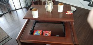 Coffee table with pull up top for Sale in Smyrna, TN