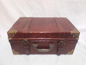 Old vintage box for Sale in Lawrenceville, GA