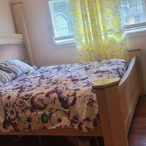 King Size Bed Without Matress ,but With Dressing Table for Sale in Bothell, WA