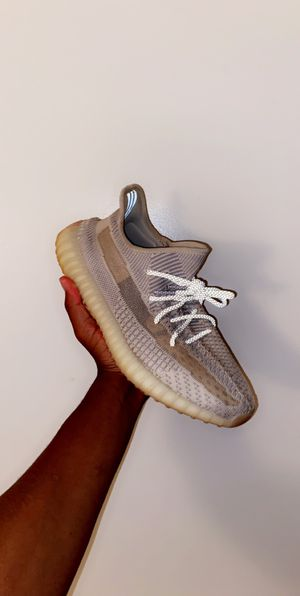 "Yeezy 350 V2 ""Lundmark"" size 10.5 for Sale in Culpeper, VA"