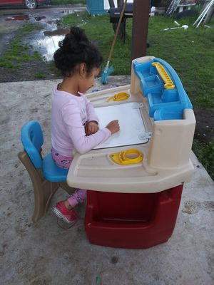 Kids Desk. Escritorio de niño for Sale in Grand Prairie, TX