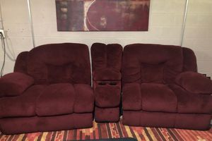 Burgundy oversized love seat and cup holders for Sale in Blacklick, OH
