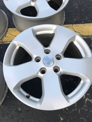 """VERY NICE JEEP RIMS 17""""s for Sale in Columbus, OH"""