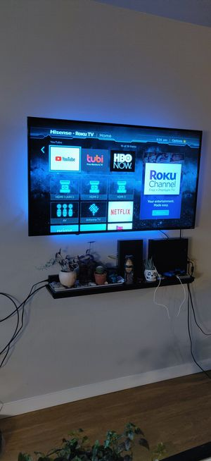 """Hisense Roku 55"""" smart TV for Sale in Bend, OR"""