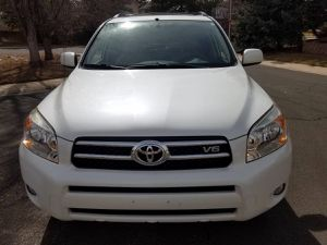 Automatic transmission 2006 TOYOTA RAV4 Cloth seats for Sale in Colorado Springs, CO