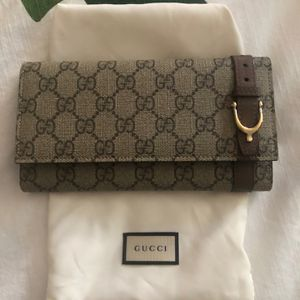 Gucci GC Wallet - Authentic - New- Includes Dust Bag And Box for Sale in Fort Lauderdale, FL