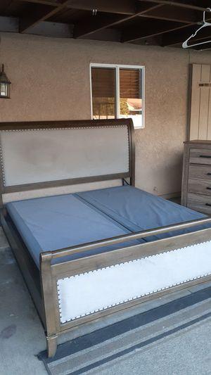 King bedroom set for Sale in Menifee, CA