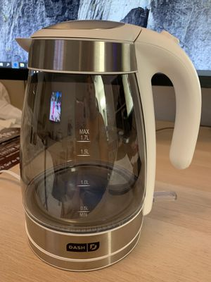 Dash illusion mirrored electric kettle + water heater 4014 for Sale in Las Vegas, NV