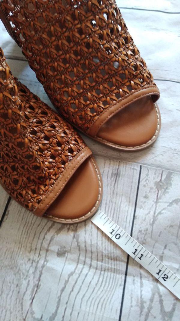 Brand New Beautiful Steve Madden Sandals , women's size 7.5 ( never worn )