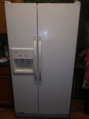 Fridge, stove, and dishwasher set for Sale in Jacksonville, FL