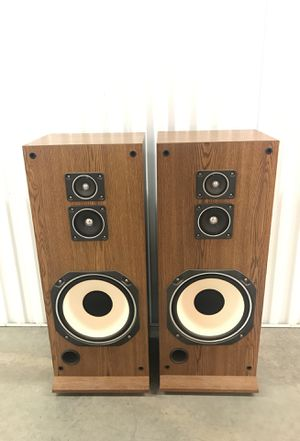 Realistic System 1010 Three Way Speaker System Pair Cat No 13-1234 for Sale in Gaithersburg, MD