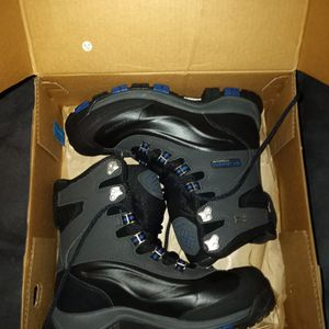 Mens Colombia Boots Size 9 for Sale in East Hartford, CT