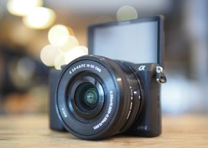 Sony - Alpha a5100 Mirrorless Camera with 16-50mm Retractable Lens for Sale in Portland, OR