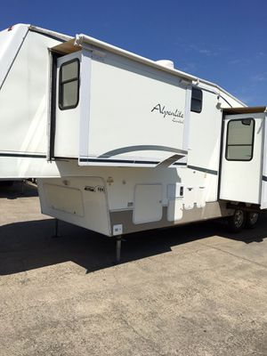 Alpenlite 2001 m-32rl limited edition fifth wheel.medinah model. 11,500.00 for Sale in Sacramento, CA
