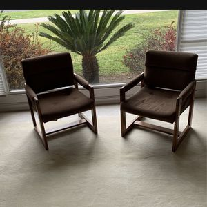 Two vintage chairs four $75 Fair condition for Sale in Pasadena, CA