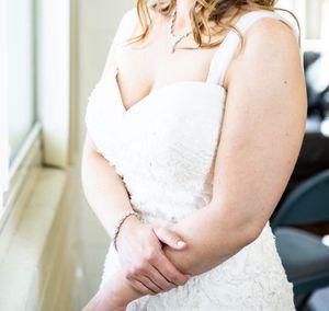 Wedding Dress Size 6 / 8 for Sale in San Diego, CA