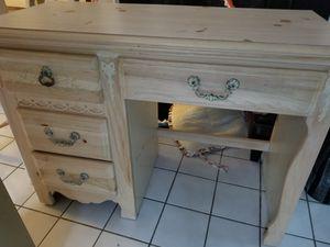 Beautiful desk with mirror for Sale in Suwanee, GA