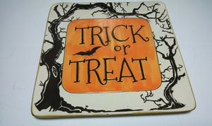 NEW (1) InHomeStylez Halloween Etched TRICK OR TREAT Square Plates Home Decor for Sale in Florissant, MO