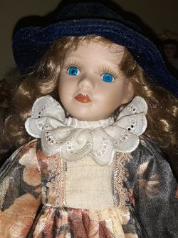 PORCELAIN FALL DOLL for Sale in Dayton,  OR