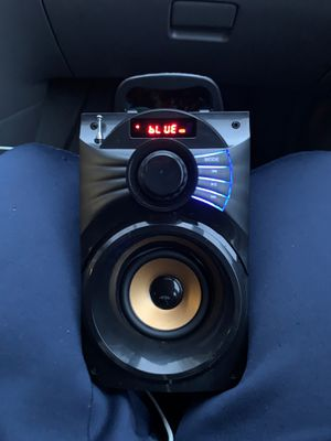Bluetooth speaker and radio works perfectly fine loud speakers for Sale in Raleigh, NC